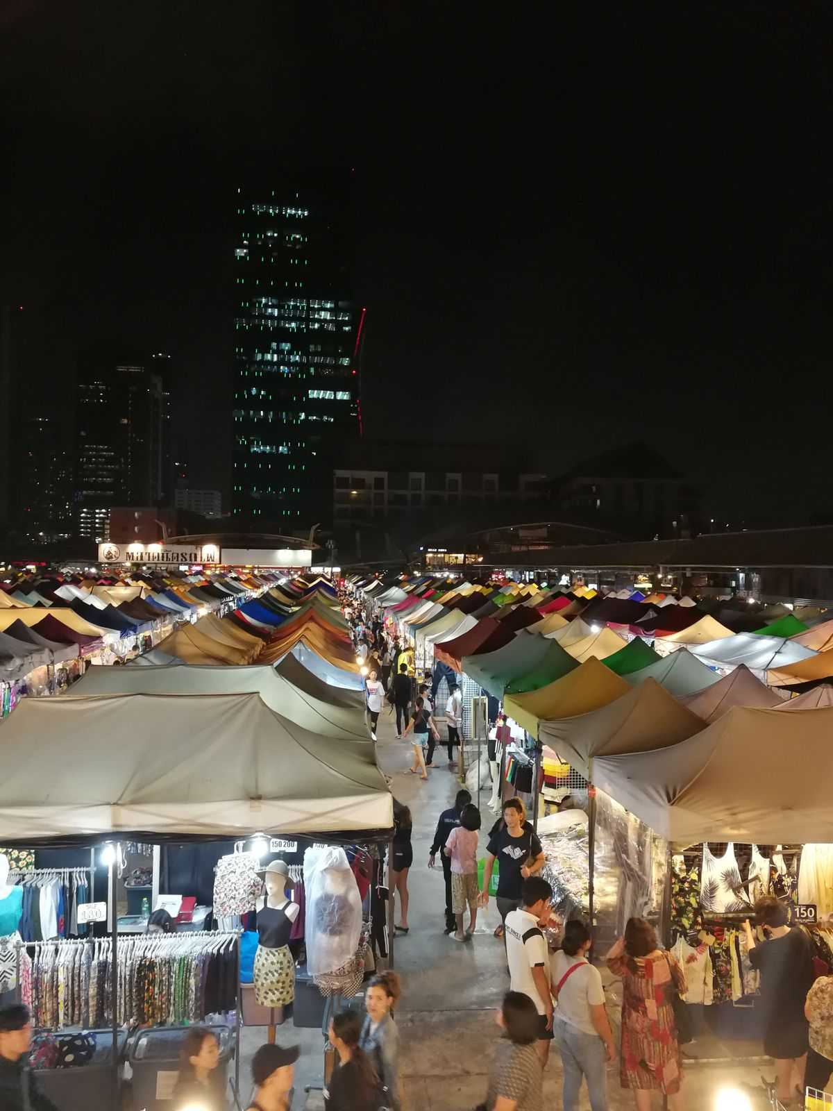 Éjszaka piacozni menő