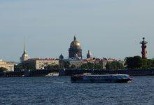Szent Izsák Székesegyház a folyóparton