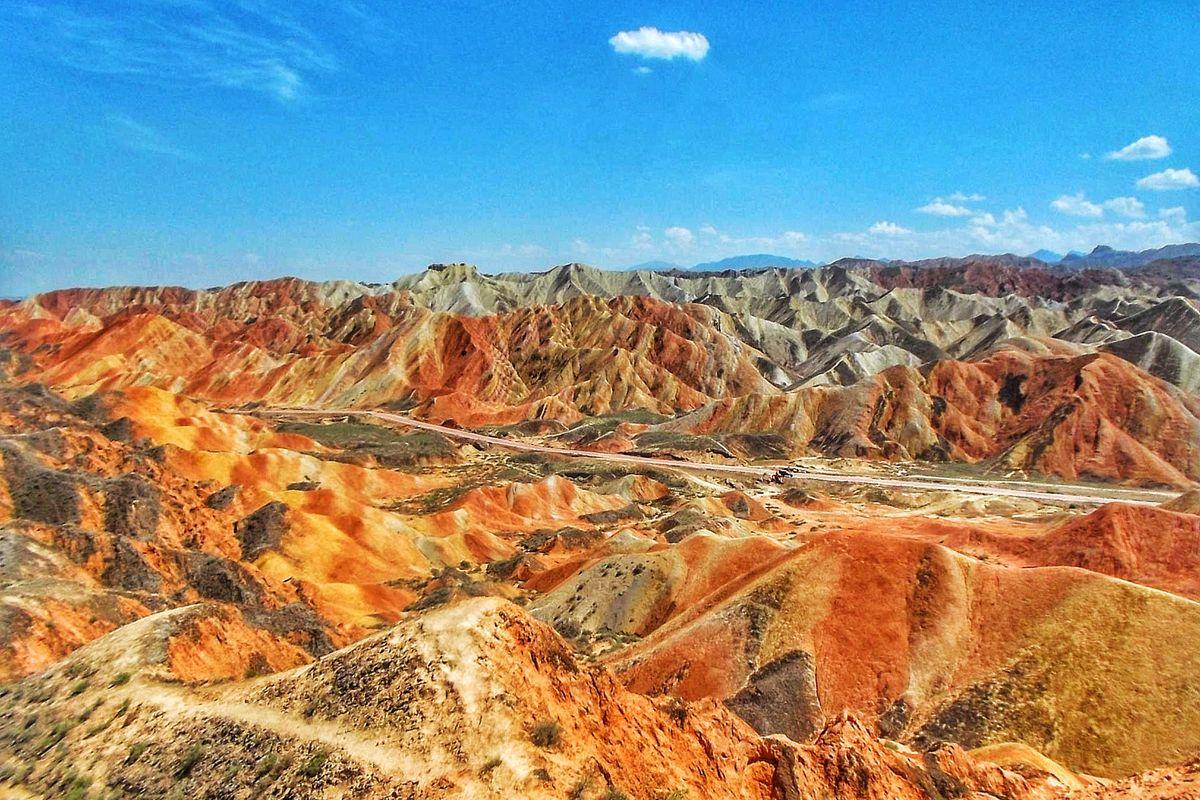Kína színes hegyek